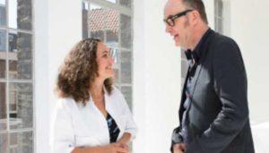 Bart Chabot in gesprek met een arts